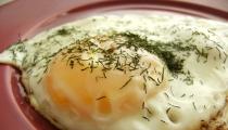 ١٤ وصفة لتحضير البيض من أجل الفطار