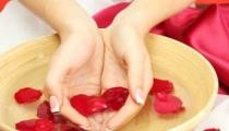 طريقة علاج حب الشباب بماء الورد