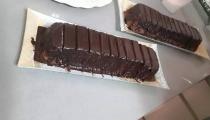 كعكة الشوكولاتة مع صوص الشوكولاتة