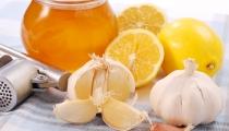 ١٠ طرق منزلية مفيدة في علاج السعال طبيعيا بسهولة في البيت .