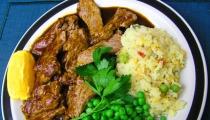 بازيلاء خضراء باللجمة مع الأرز