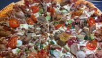 بيتزا بعجينة العشر دقائق