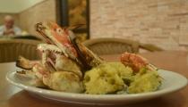 مطعم بلال جارحي .. نكهة أسرار البحر والسمك في عكا