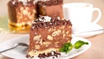 كعكة البراونيز مع موس الشوكولاتة