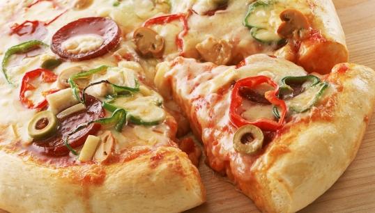 بيتزا ايطالية بخطوات