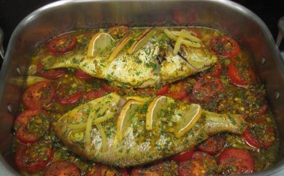 سمك محشي ومشوي بالفرن مع الخضار مطبخنا
